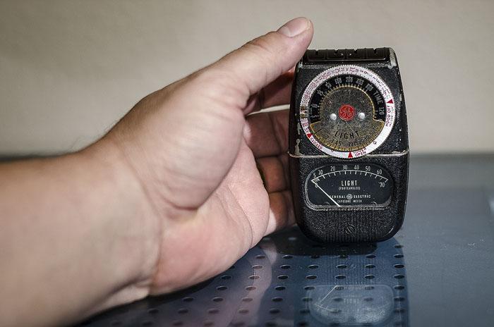 exposure-meter-hand-left